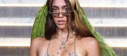 Дочь Мадонны дебютировала на подиуме в странном виде