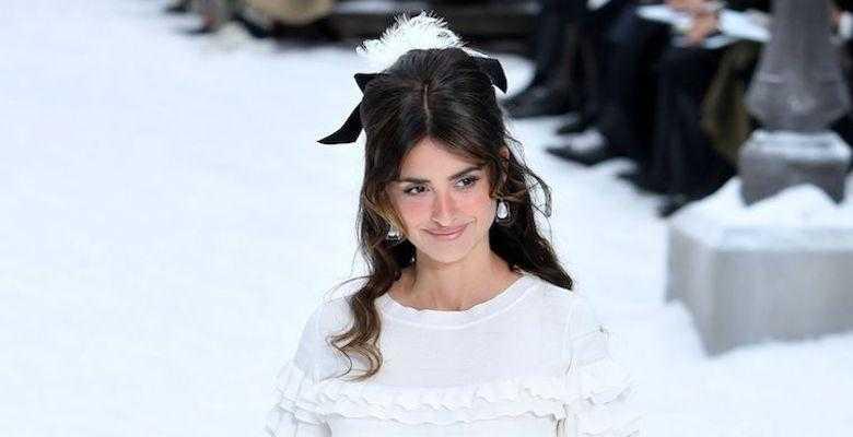 Пенелопа Крус дебютировала на подиуме на показе Chanel